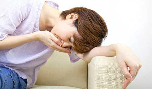 почему из носа течет вода, симптомы и причины состояния